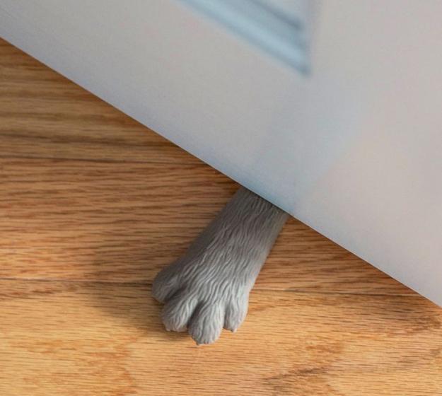 Paw doorstop